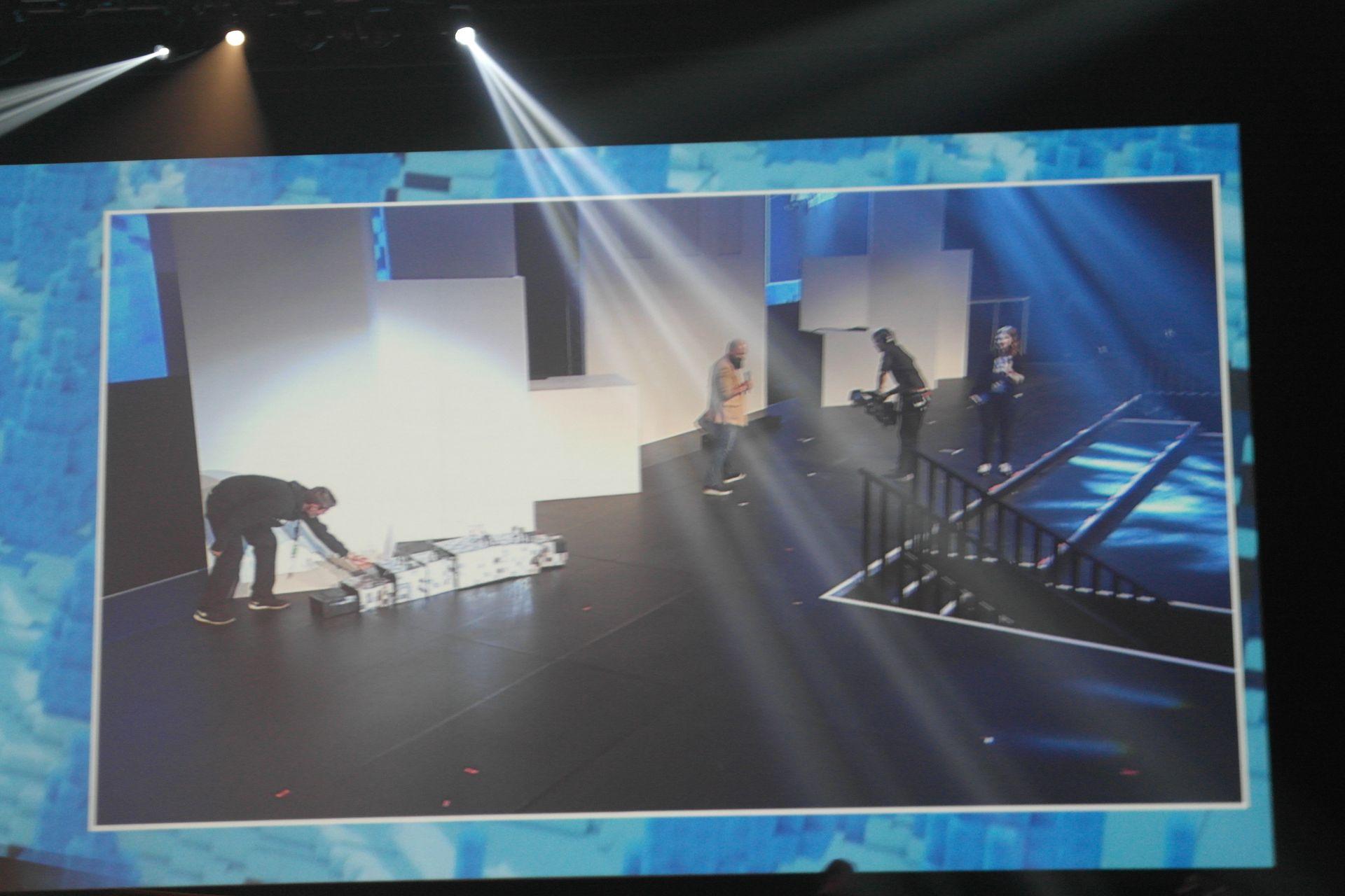 Ja voittaja oli Silverfish! Kaveri siis oikeasti ryömi lavalla asussaan erittäin uskottavan näköisenä toukkana.